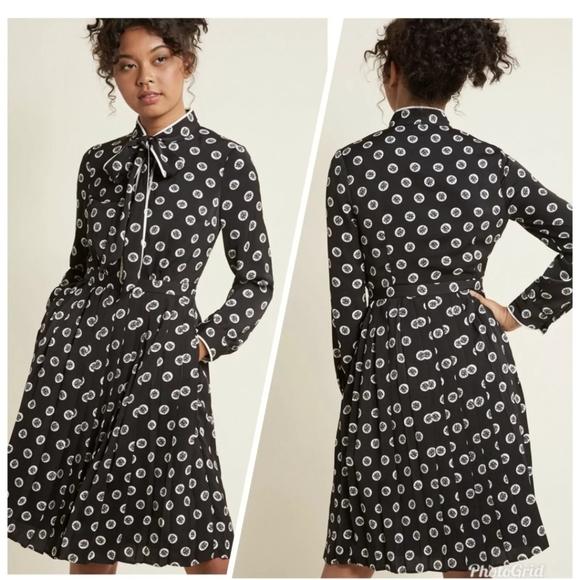 Modcloth Dresses & Skirts - Modcloth black floral pleated retro tie-neck dress